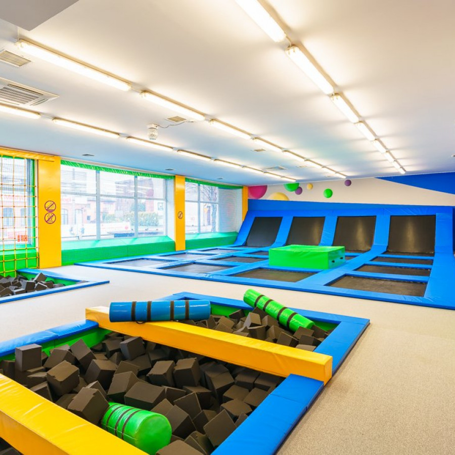 /thumbs/fit-900x900/2019-03::1553794210-centrum-zabaw-i-trampolin-hopsa-4.jpg